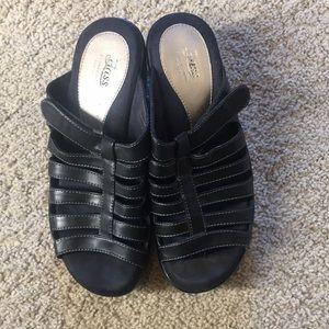 9402c5d6940 Bass sandals.